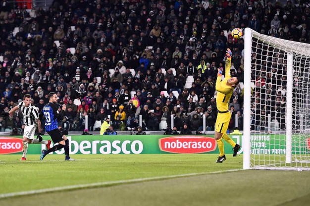 Juventus-Inter 0-0, la traversa di Mandzukic (Lapresse)