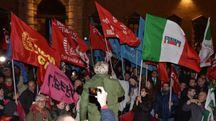 La folla al corteo antifascista con  sindacati, Anpi, studenti, associazioni e liberi cittadini dopo i fatti di venerdì (Frasca)
