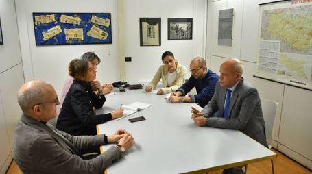La redazione del Carlino di reggio e il nuovo questore Antonio Sbordone (Foto  Artioli)
