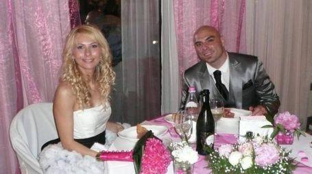 Un'immagine della coppia felice nel giorno del loro matrimonio