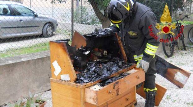 Il mobile che ha preso fuoco