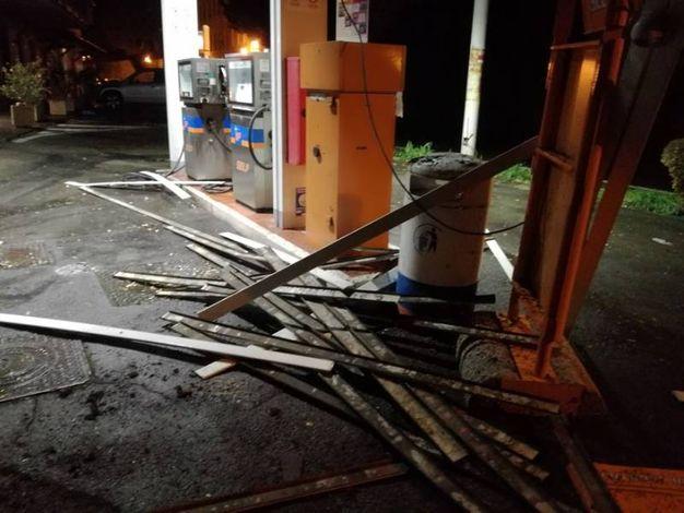 I danni al distributore Ip di Montese