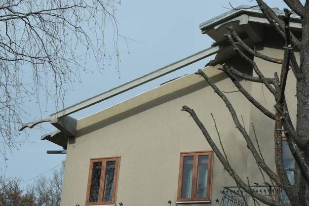 Casa con tetto distrutto (Foto Walter Bellisi)