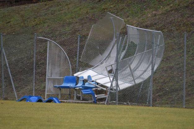 Panchina e tribuna del campo da calcio di Montese danneggiate (Foto Walter Bellisi)