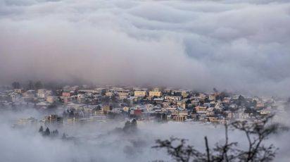 Nebbia o nuvole? Il paesino 'sospeso' in cielo