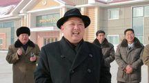 Kim Jong Un visita una fabbrica (lapresse)