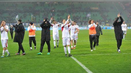 I giocatori del Pordenone salutano i tifosi (Newpress)