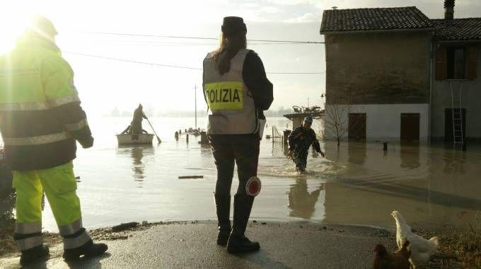Lentigione, alluvione. Il salvataggio di una famiglia