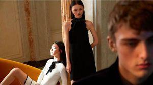 Le modelle Estelle Chen e He Cong  con il biondo Will Sanways