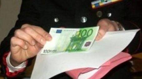 Una banconota falsa da cento euro