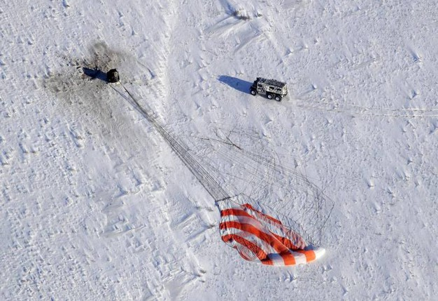 La capsul Soyuz tocca terra nelle steppe gelate (Ansa)