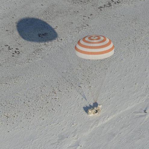 L'impatto della Soyuz (foto Ansa)