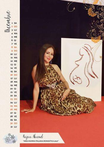 """DICEMBRE: Rajaa Afroud, 36 anni, casalinga di Jesolo (Venezia), mamma di Jasmine, Ryan, Jaqueline e Norah, durante gli scatti per la realizzazione del calendario, era in attesa del quinto figlio. È la vincitrice della fascia """"Miss Mamma Italiana Romantica 2017"""""""