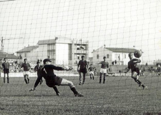 Il di rigore di Bartolini il 25 settembre '66 in Ravenna-Carrarase, 1° gol al Benelli