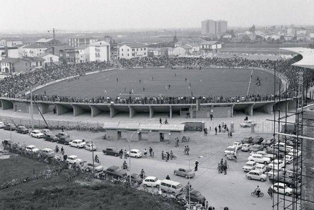 Lo stadio gremito il giorno della inaugurazione contro la Juve il 29 settembre '66