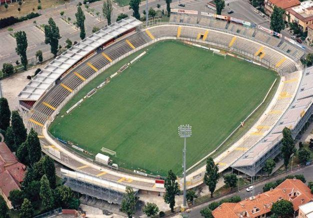 Lo stadio Benelli negli anni 90 dopo l'ampliamento reso necessario per la promozione in B