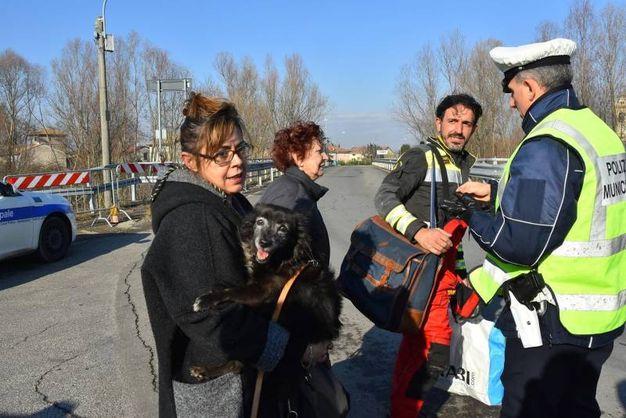 Gli sfollati (foto Artioli)