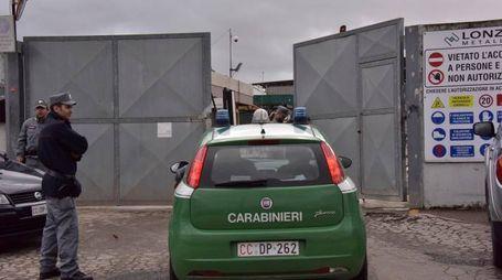Il sequestro della ditta a Livorno (Foto Novi)