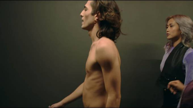 Un frame del video ufficiale di 'Chosen' dei Maneskin