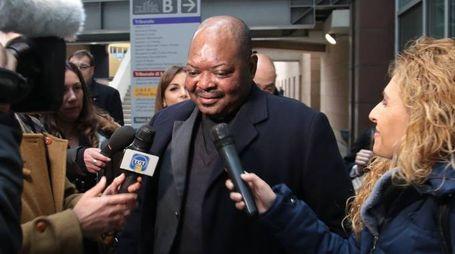 Padre Gratien subito dopo la sentenza di Appello (Cabras / New Press Photo)