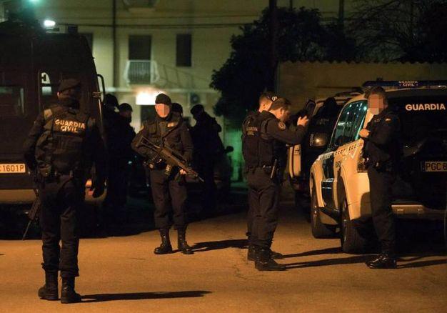 La Guardia Civil spagnola a Albalate del Arzobispo, dove è stato catturato Igor il russo (Foto Ansa)