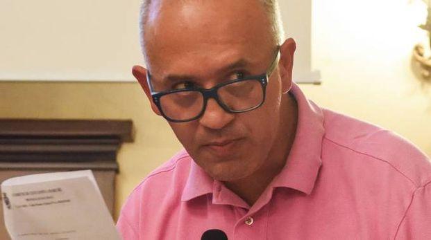 Il sindaco Ciarapica minaccia querele per i post su Facebook