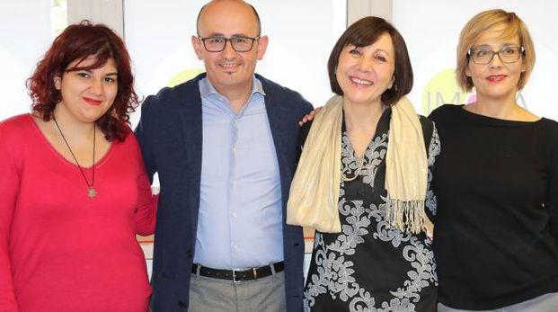 Giuseppina Brienza, seconda da destra, accanto a Claudio Zanelli e alle altre candidate della lista ImolaFuturo