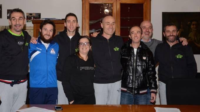 Loris Cappanna è il quarto da destra, con altri membri