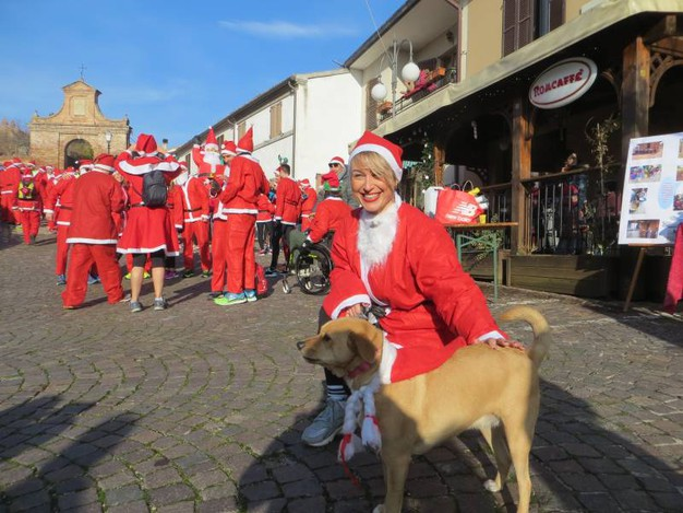 E c'è anche un 'cagnolino' Natale (foto Franceschetti)