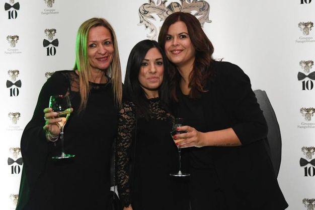 Durante la serata si sono susseguiti numerosi brindisi. Nella foto: Luana, Emanuela ed Elisa (Foto Schicchi)