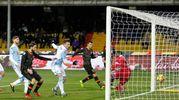 Punizione di Ciciretti, Gomis non esce, deviazione nella propria porta di Cremonesi: autogol e 1-0 per il Benevento (foto Ansa)