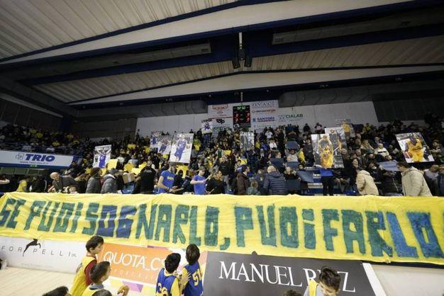 Lo striscione mostrato dai tifosi della Poderosa (Foto Zeppilli)