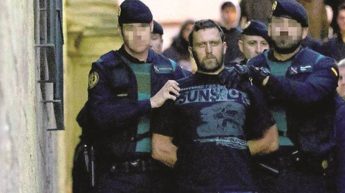 Igor il russo esce dal tribunale di Alcaniz