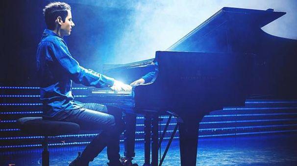 """Il pianista ungherese  ha arragiato  per il pianoforte grandi classici della musica pop e rock  quali  """"Bad"""", targato Michael Jackson  e """"Don't stop me now"""" dei Queen  conquistando  gli esperti  come il grande pubblico"""