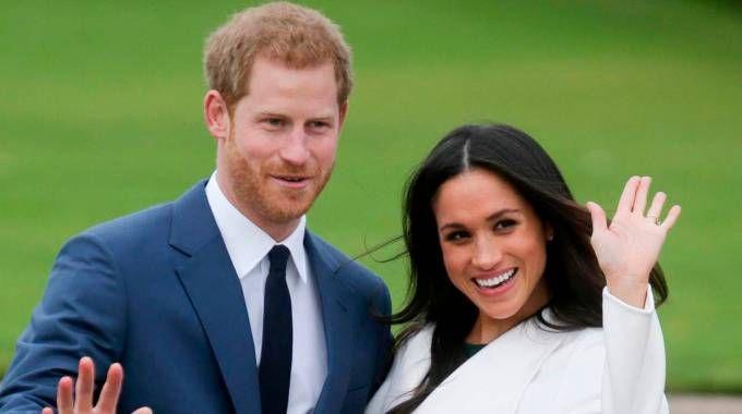 Meghan Markle e il principe Harry nel giorno del fidanzamento ufficiale (Afp)