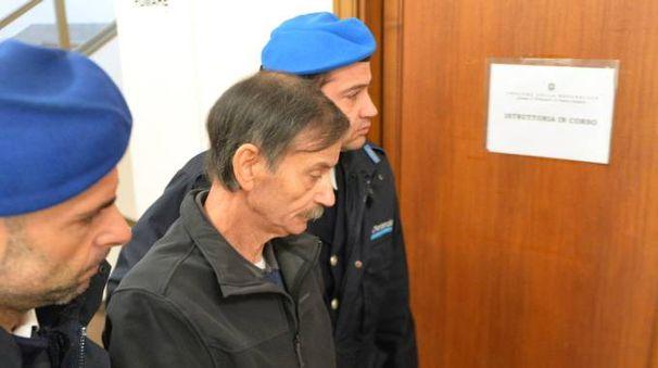 Vito Clericò in Procura scortato dagli agenti della Penitenziaria (Newpress)
