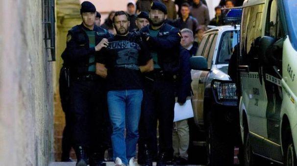 Igor viene scortato in tribunale, in Spagna