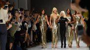 La sfilata Versace a Milano dello scorso settembre (Ansa)