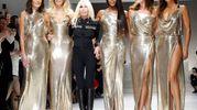 La sfilata Versace a Milano dello scorso settembre (Lapresse)