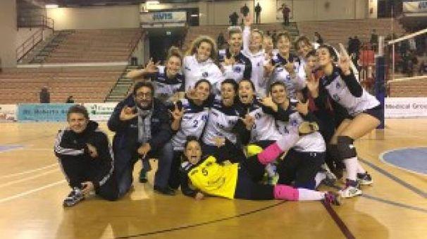 La squadra festeggia dopo la vittoria contro il Cecina