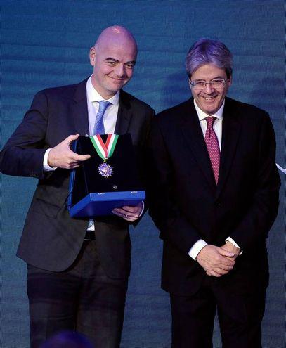 Gianni Infantino e Paolo Gentiloni (Lapresse)
