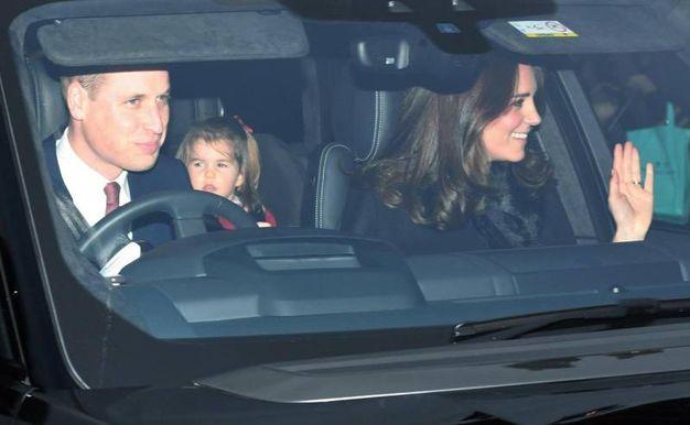 Il principe William con la moglie Kate e la piccola Charlotte (Ansa)