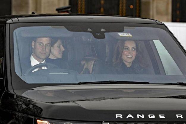 Il principe William arriva con la famiglia (Ansa)