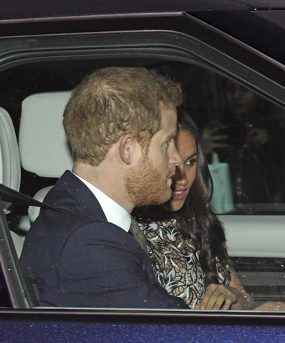 Il principe Harry e la fidanzata lasciano Buckingham Palace (Ansa)