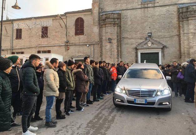 Macerata, il funerale del giovane Samuele Cascone (foto De Marco)