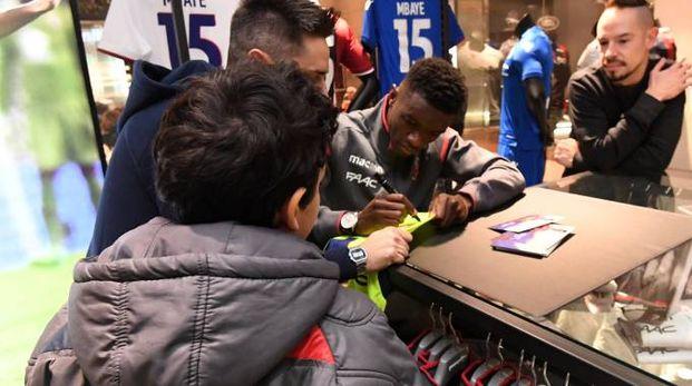 Bologna Fc, Mbaye incontra i fan (FotoSchicchi)