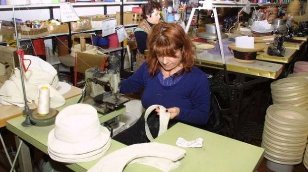 Una lavoratrice (foto Zeppilli)