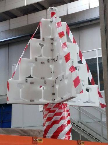 Albero di Natale con materiale di riciclo. Massimo