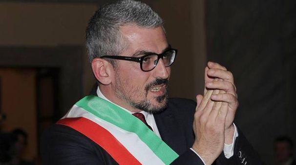Il sindaco di Mantova Mattia Palazzi (Ansa)