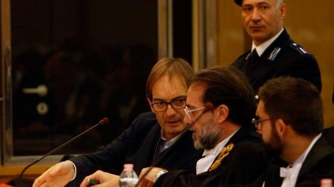 Cagnoni con i suoi legali (Foto Corelli)